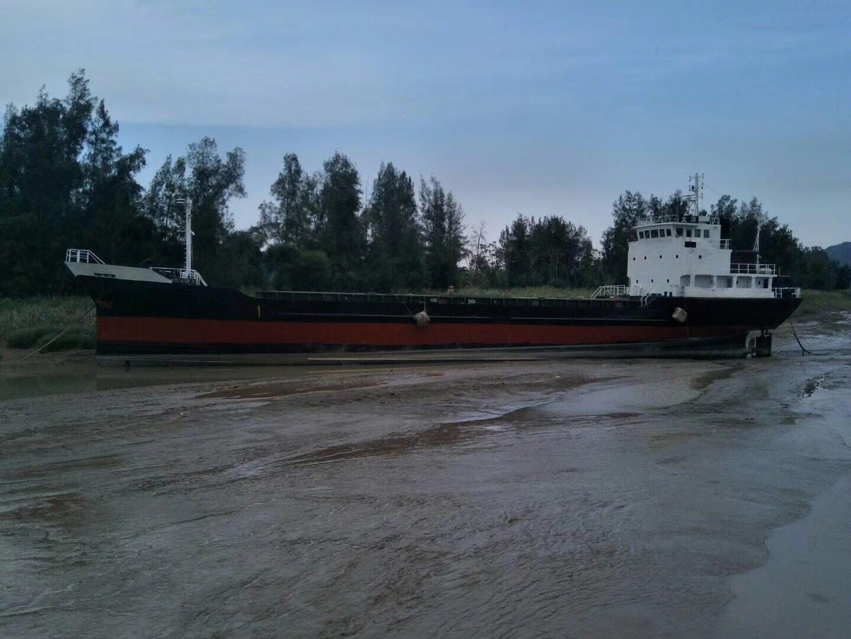 出售1200吨油船