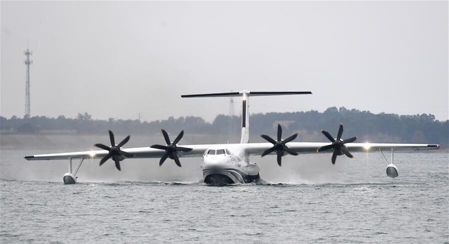 国产大型水陆两栖飞机 鲲龙 AG600在湖北荆门成功水上首飞