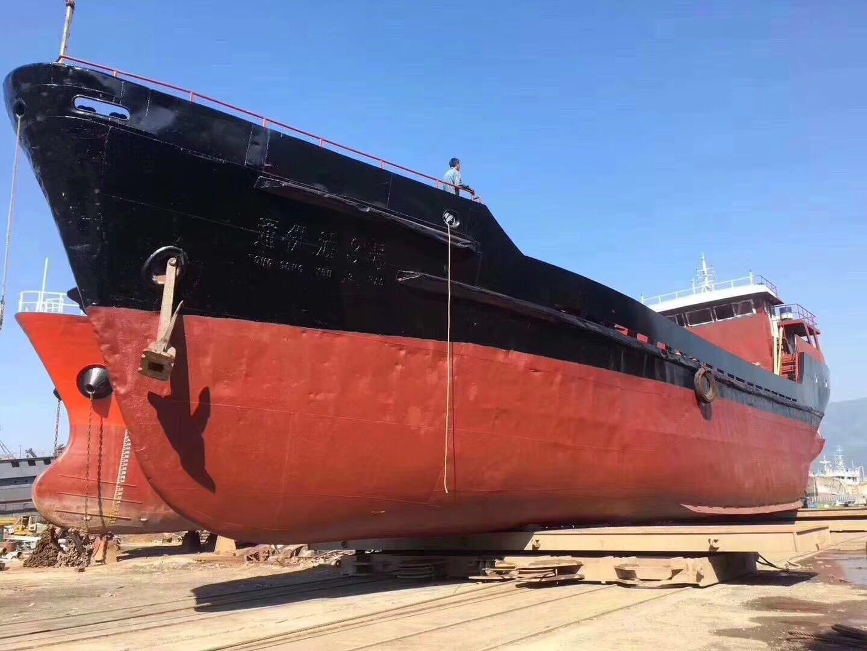 出售700吨油船