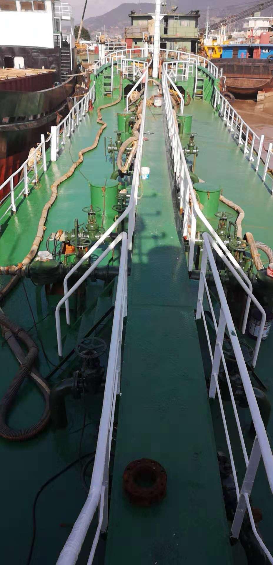 520吨油船