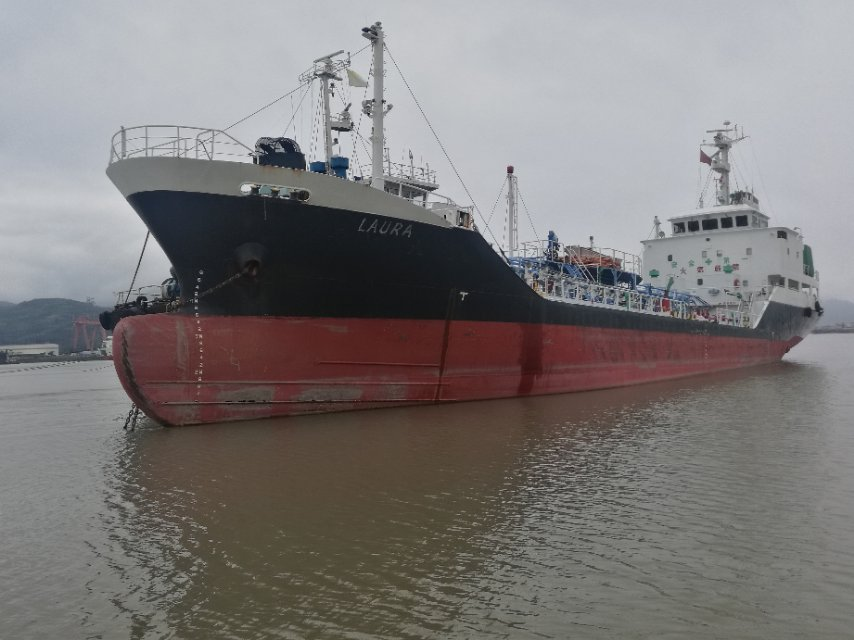 2000吨双底双壳外籍油船
