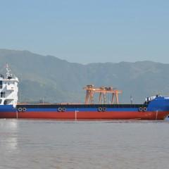 2000t LCT甲板自航驳