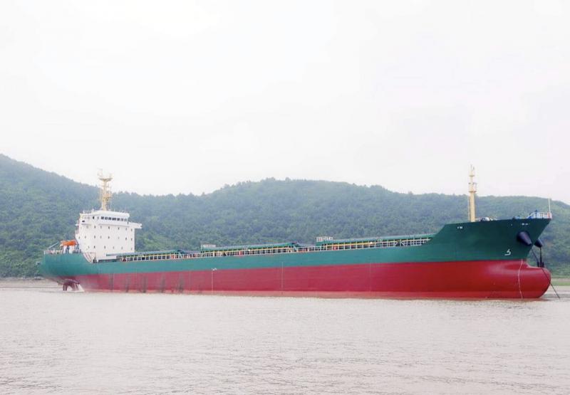 出售13700吨散货船
