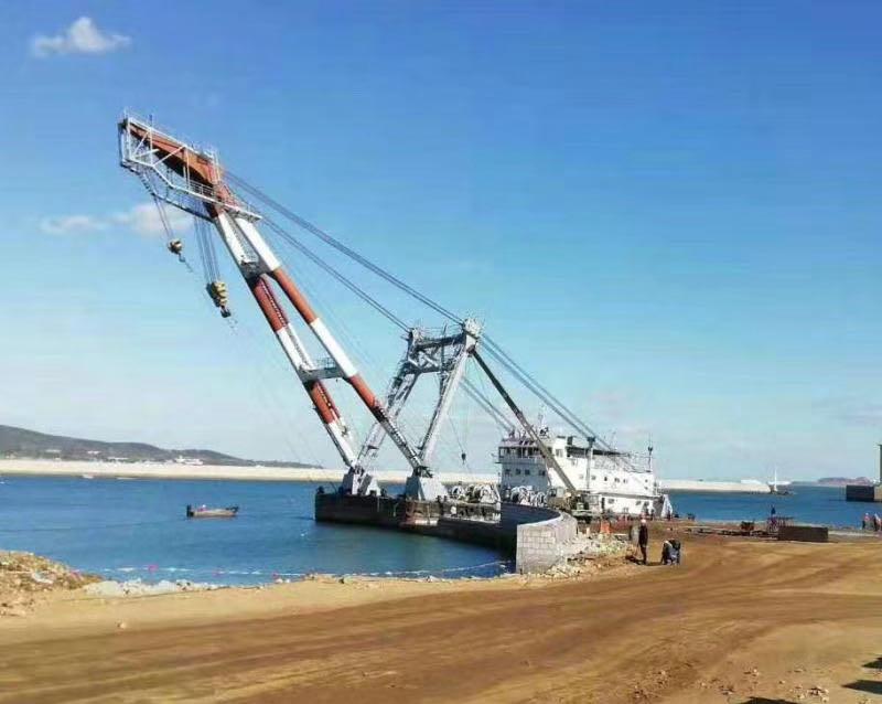 200吨起重船