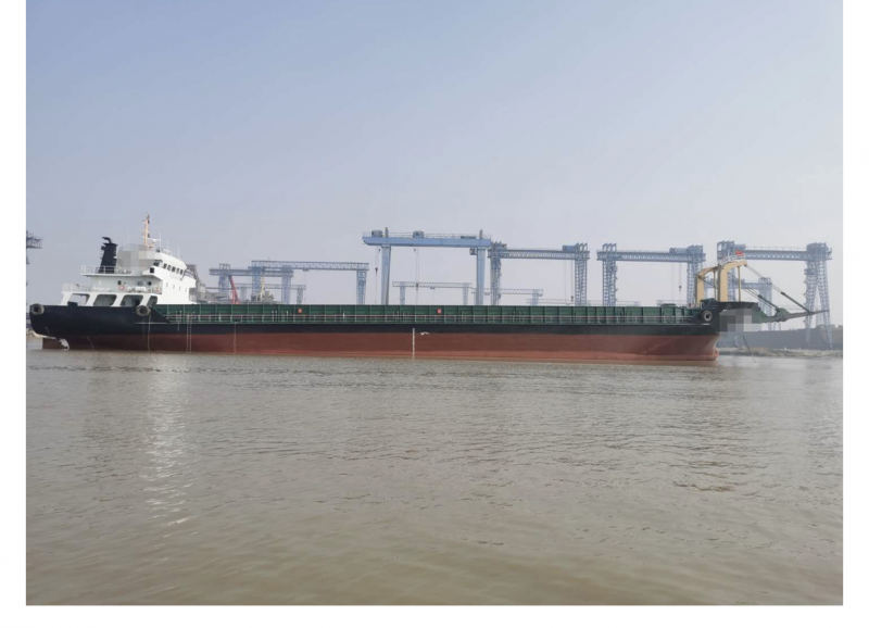5100吨甲板船