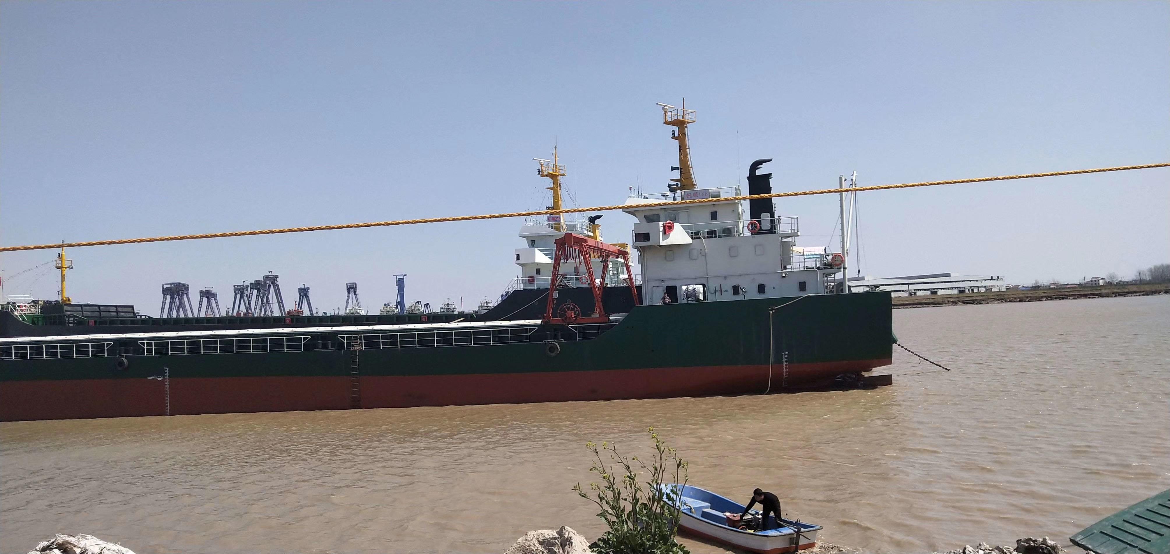 出售8350吨甲板驳船