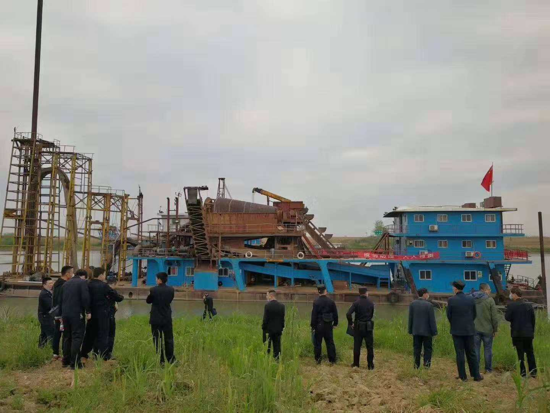 千吨级自卸吸沙船废品价格出售