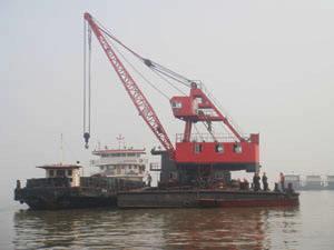 8吨8成新平板浮吊船出售