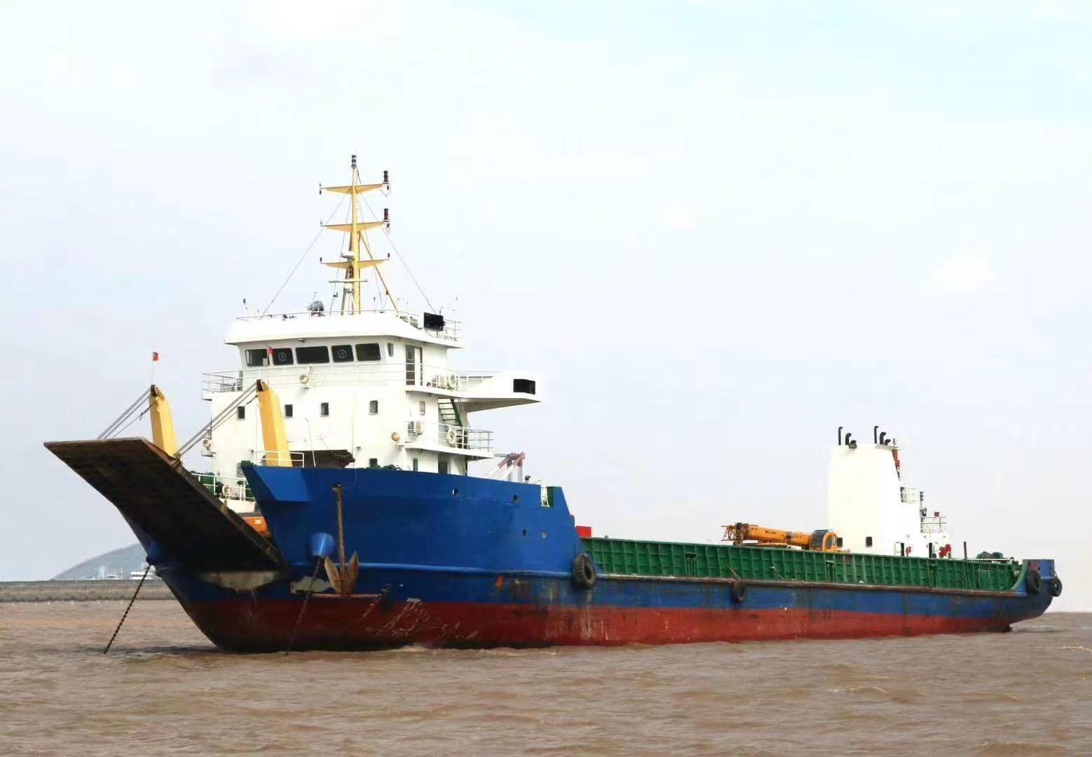 出售3000吨前驾驶驳船