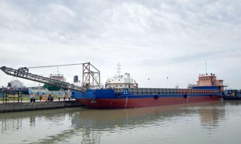 出售1000吨自卸沙船