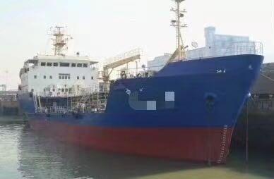出售3000吨油船