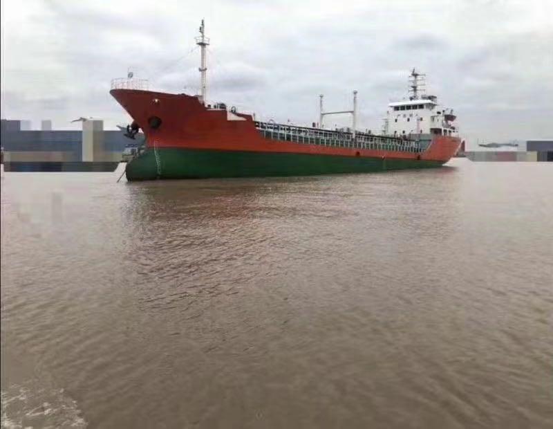 出售8400吨一级油船