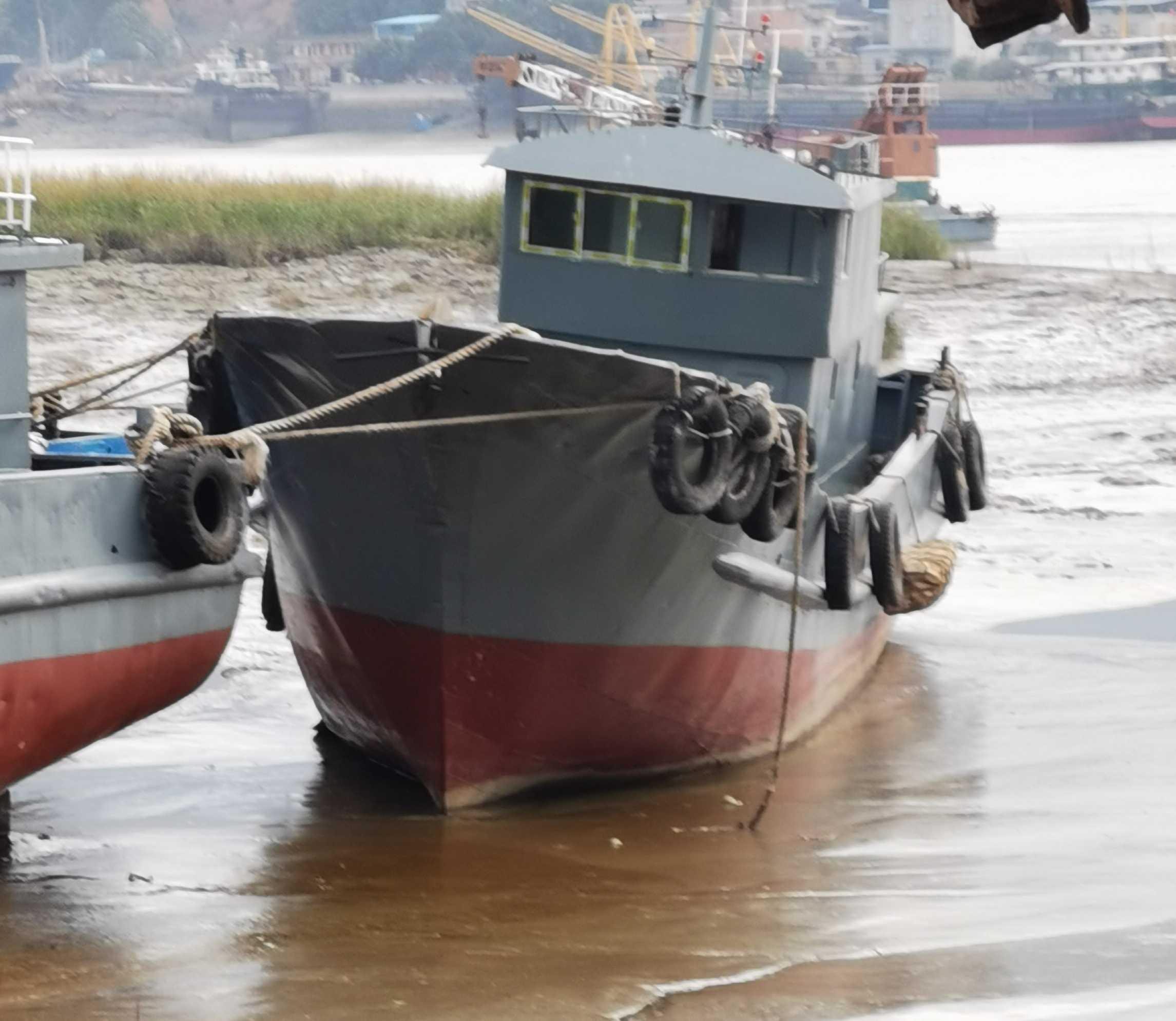 80吨油船