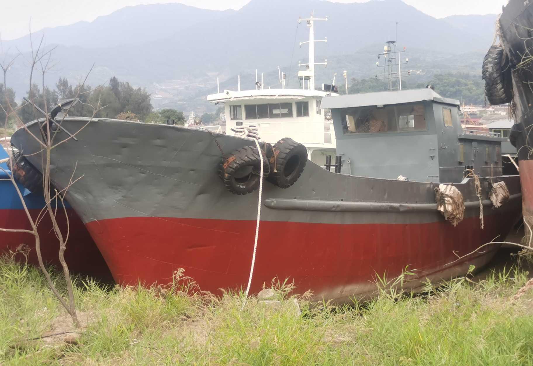 160吨油船
