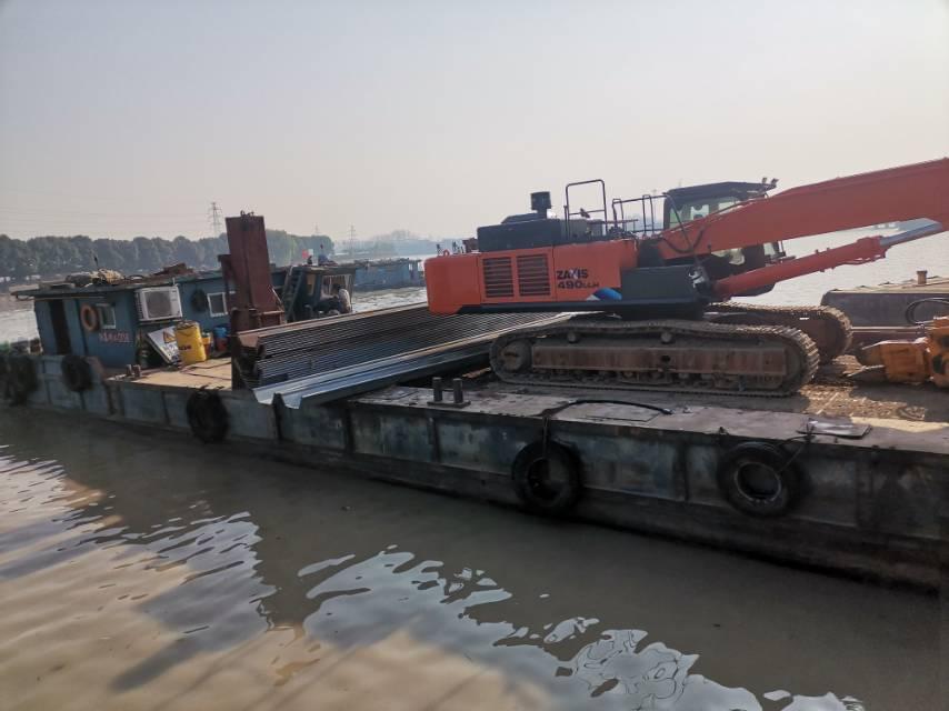 水上沉桩工程船