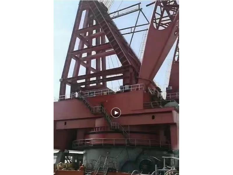 出售10年2000吨回转式浮吊船  测试2300吨