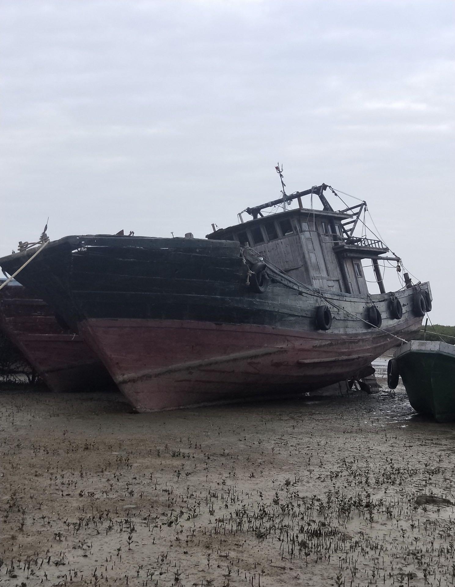 20多米木拖网船,现拆船价出售