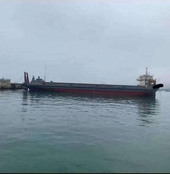 出售7400吨前驾驶驳船