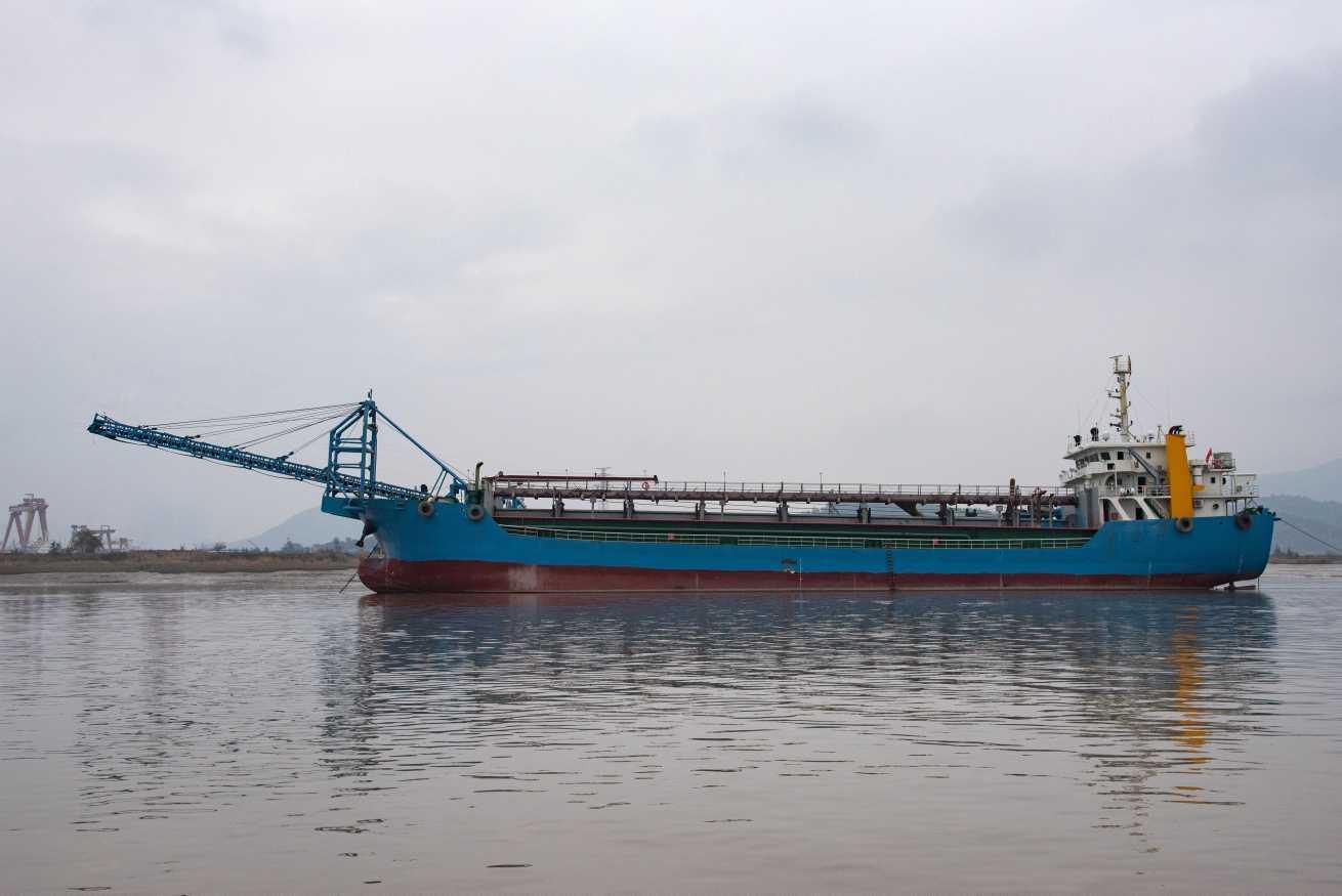 6000吨自吸自卸沙船