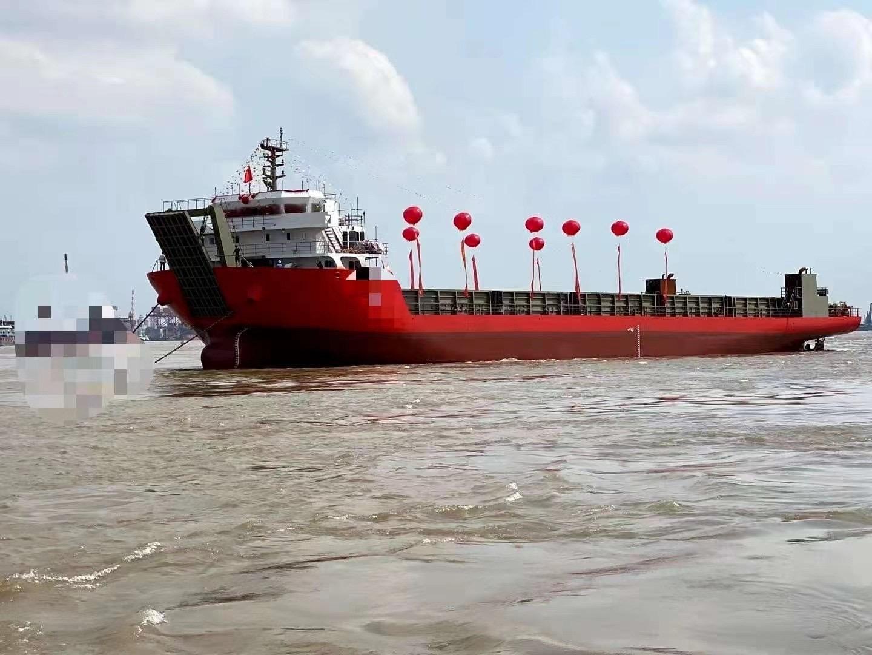 出售6200吨前驾驶驳船