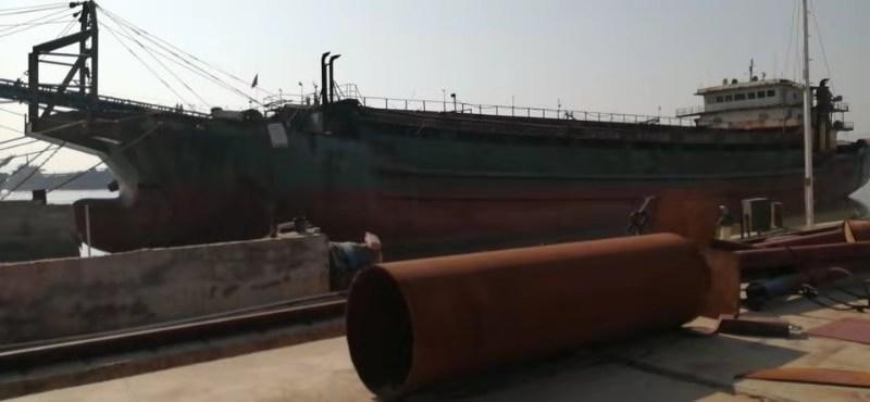 无证7500吨自吸自卸沙船