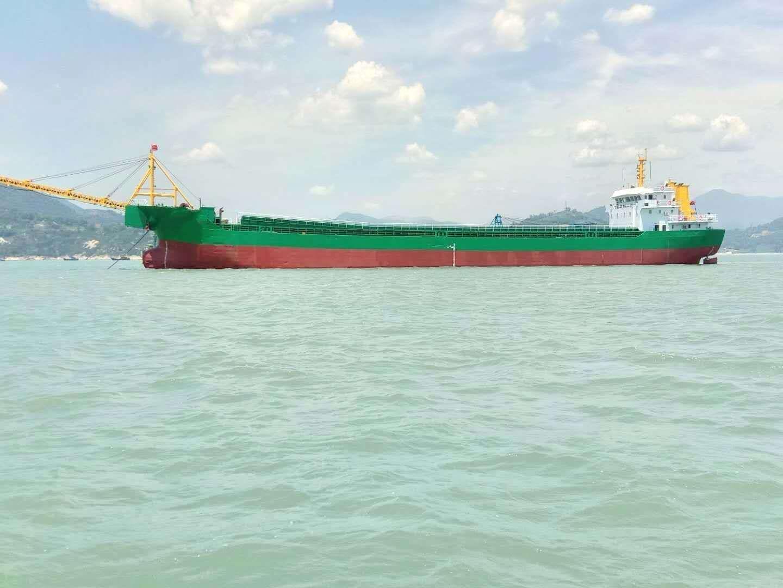 2013年安微造沿海7000吨自卸砂船