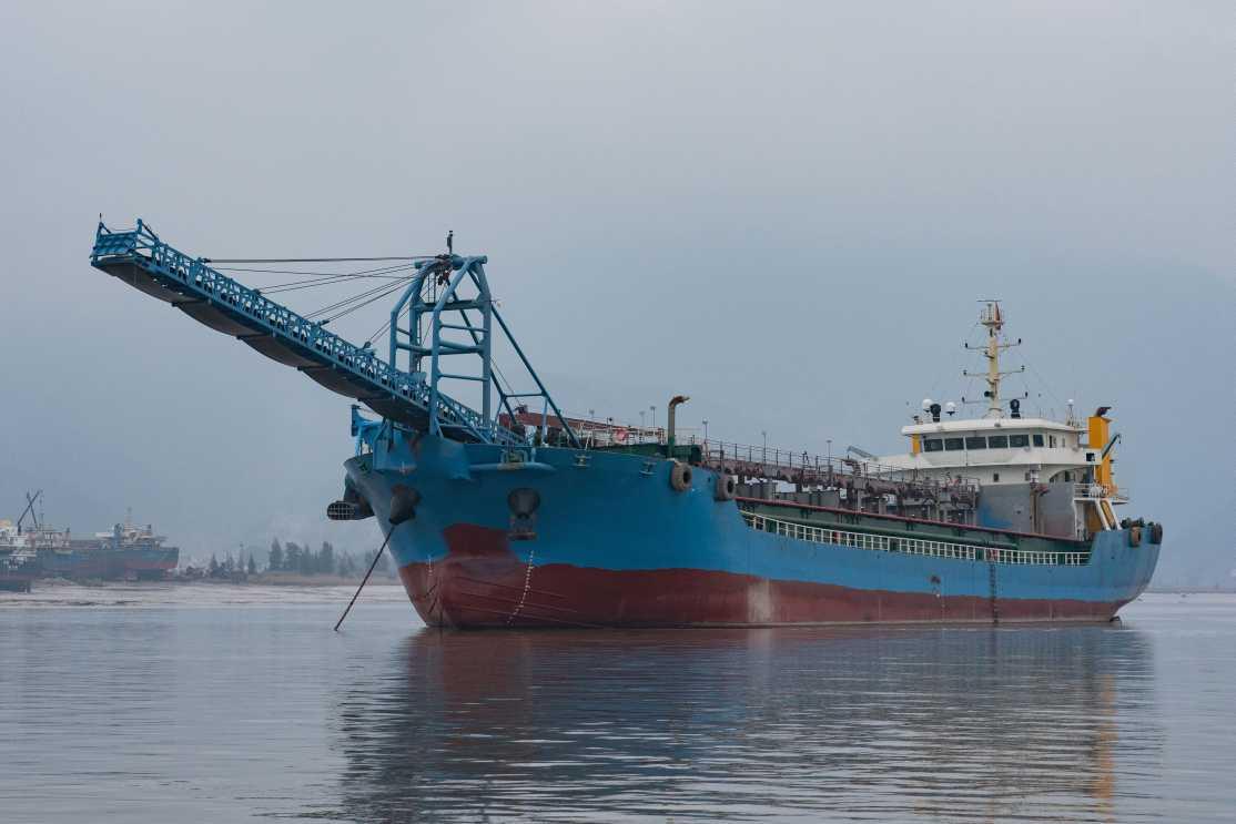 6000吨新造自吸自卸沙船