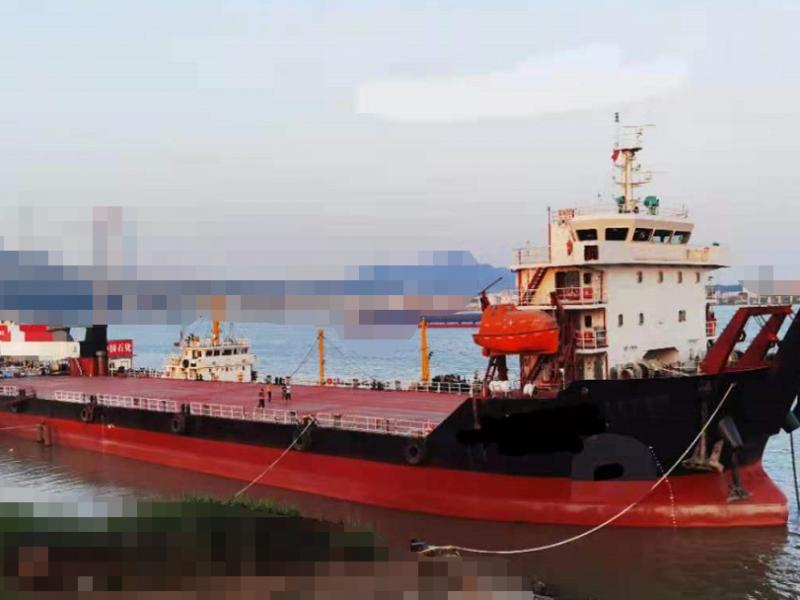 出售出租:5000吨前驾甲板驳船