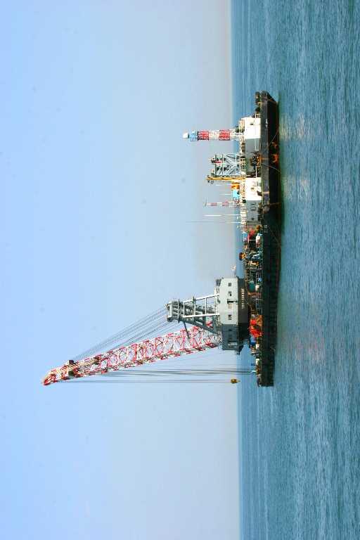 出租200吨全回转浮吊