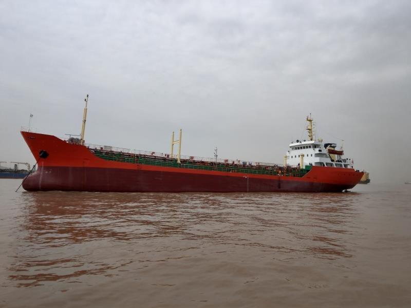 出售2006年建造3800载重吨无运力油船