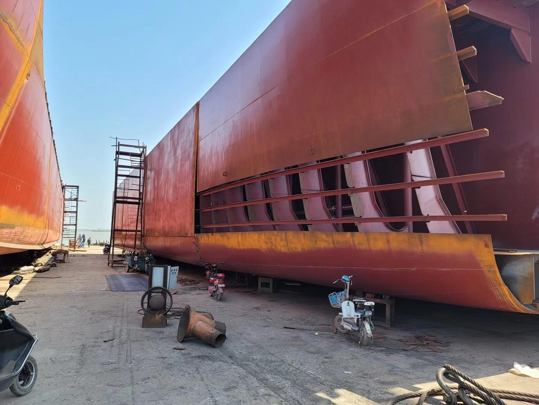 出售两艘前驾驶甲板船