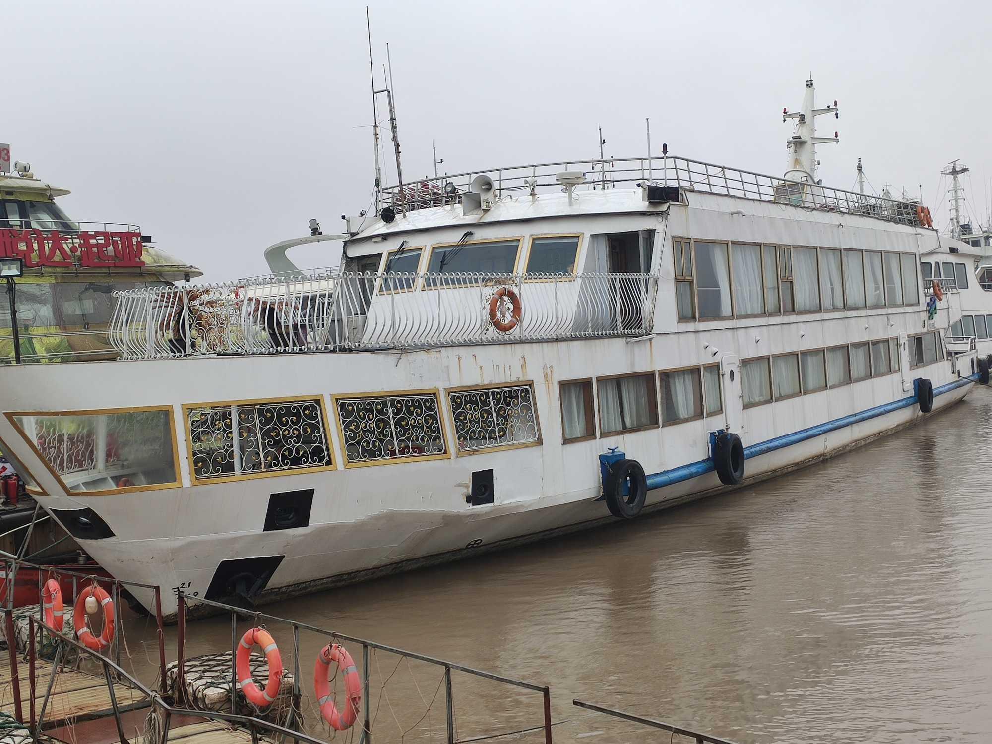 内河旅游船