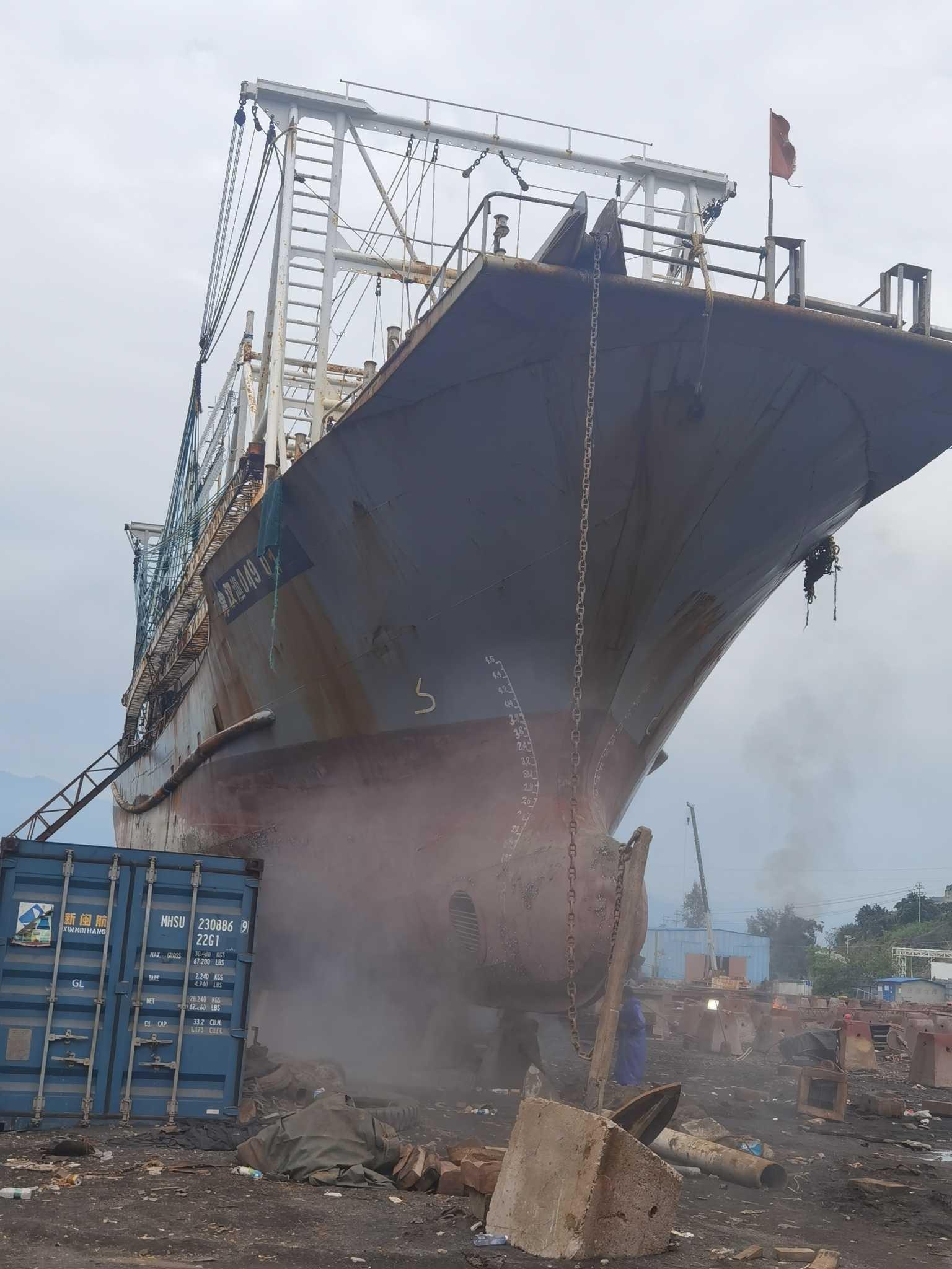 求租求购2000-3000吨自吸自卸海船