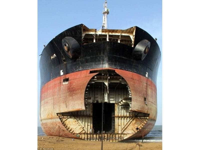 长期高价回收各种报废船舶