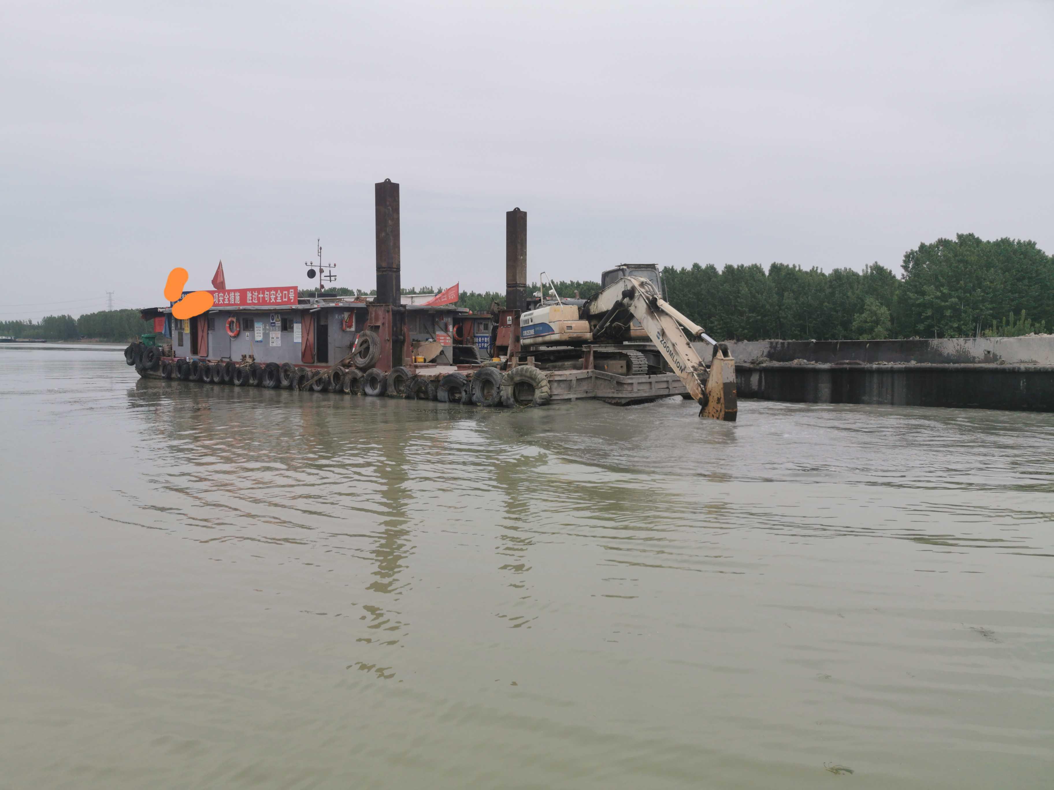 定位桩挖泥船