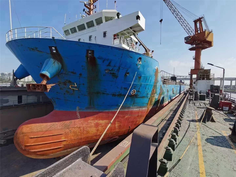 出售: 2017年造11000吨敞口集装箱船