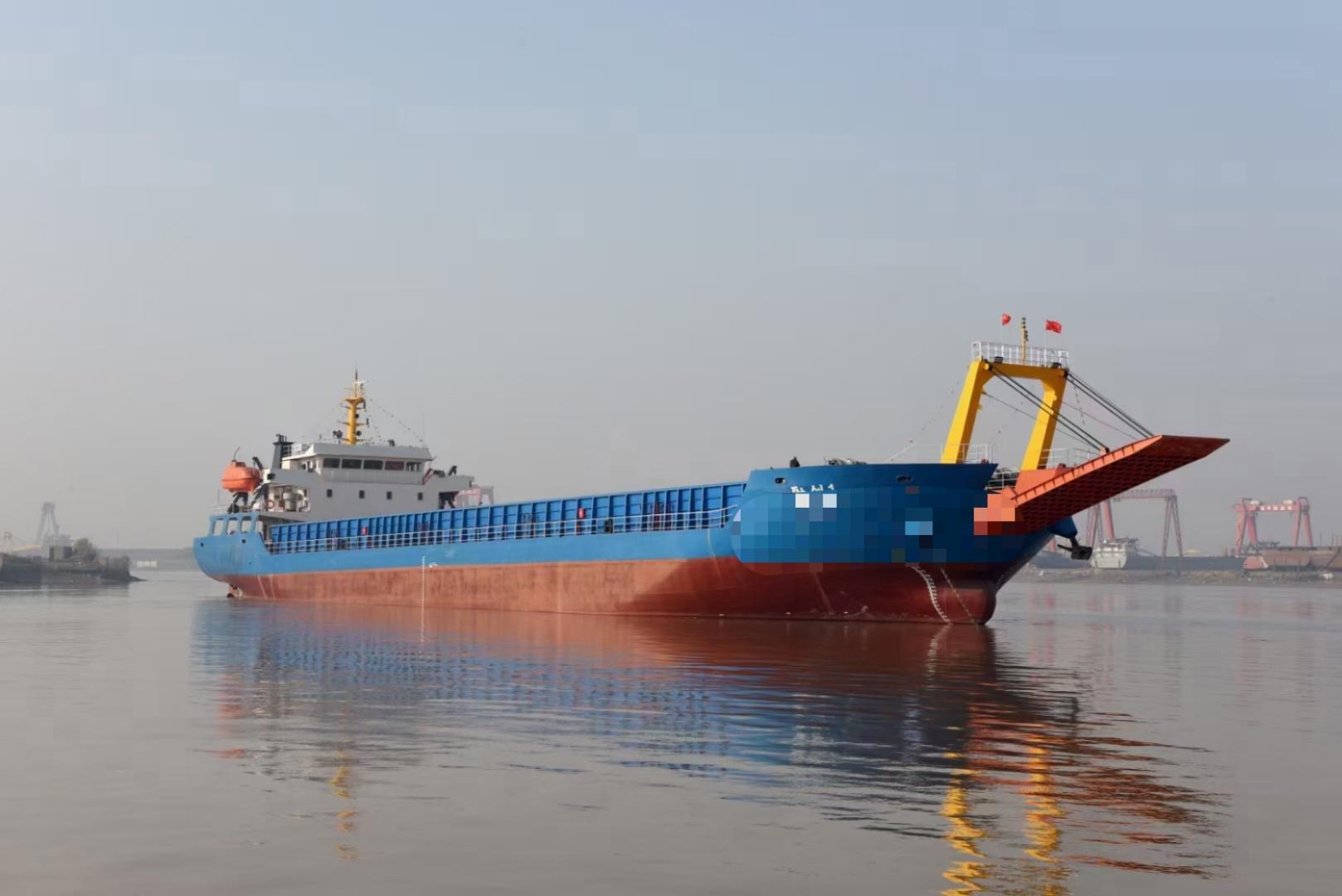5000吨甲板驳