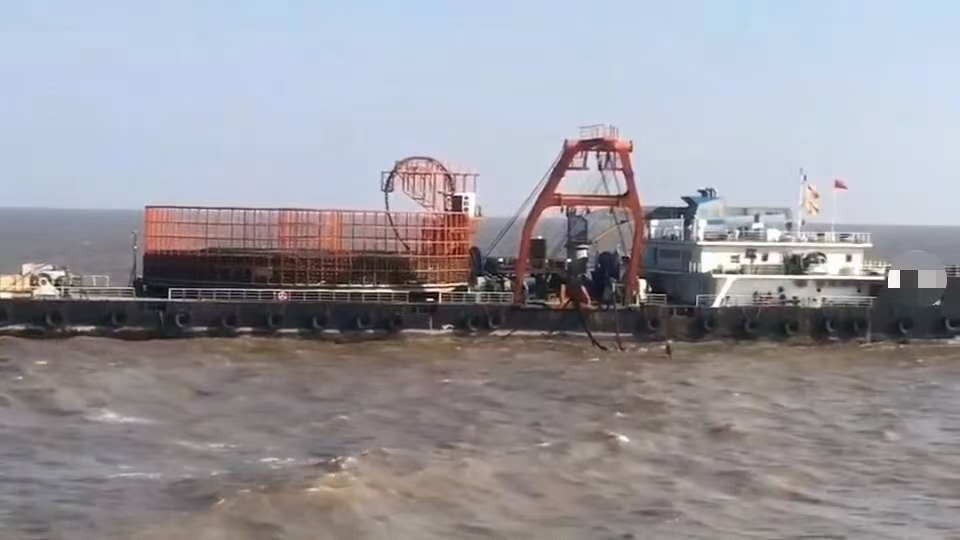 出售两条铺缆船,另外出租一条铺缆船