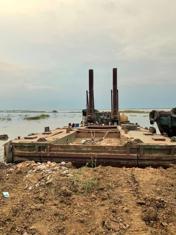 三拼定位桩挖泥船