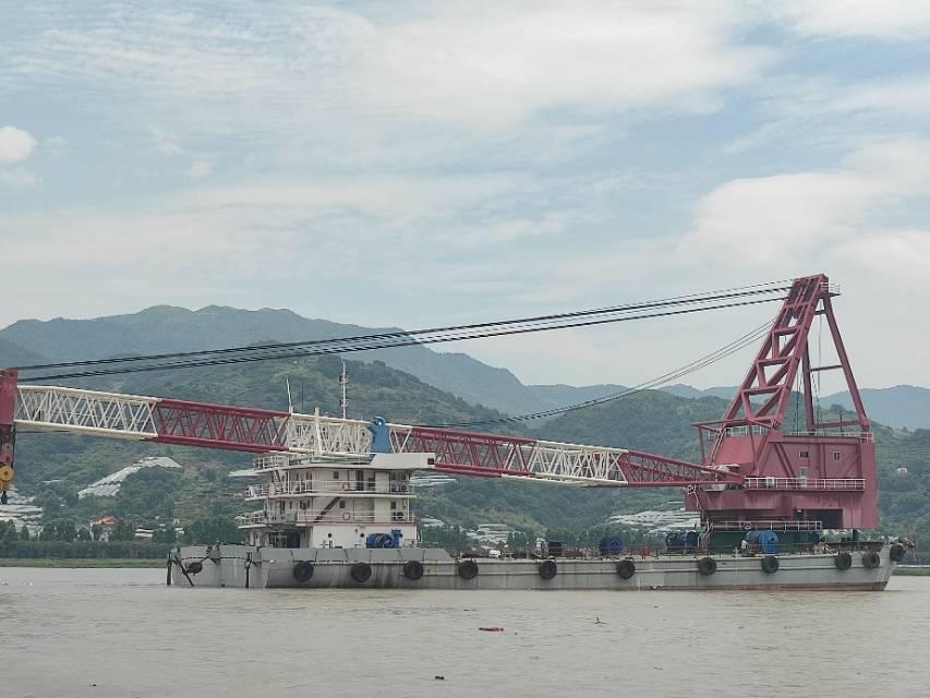 500吨起重船