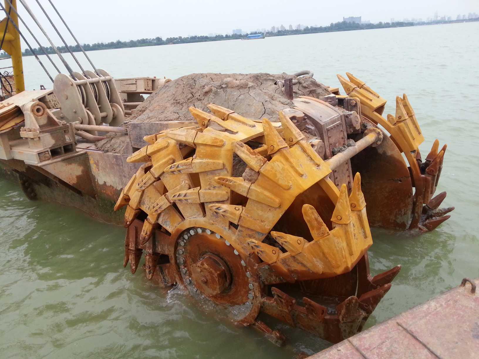 刀轮挖泥船