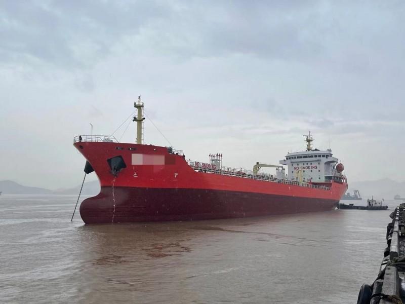出售12500吨油船