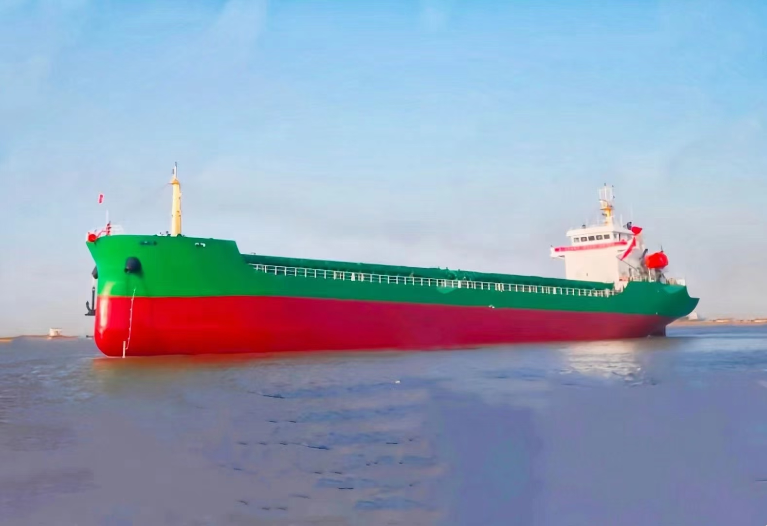 出售: 2020年江苏造原装CCS检验7500吨散货船
