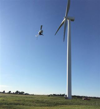 无人机清洗风力发电机 无人机新应用:检查风力发电机叶片,无人机清洗风力发电机