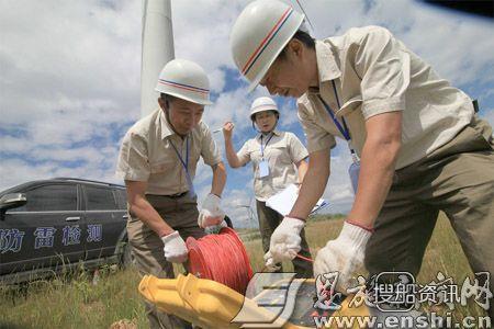 利川七岳山 湖北利川气象局对岳山风力发电机进行防雷电抽检,利川七岳山