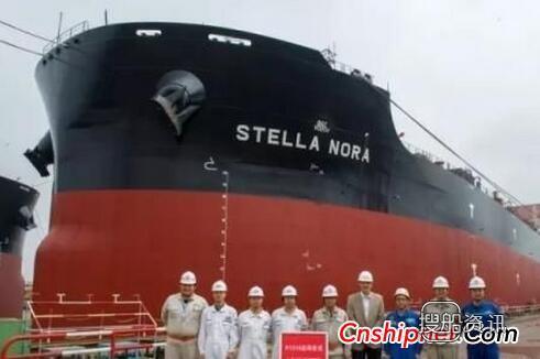 长兴重工2艘18万吨散货船出坞,振华重工和三一重工