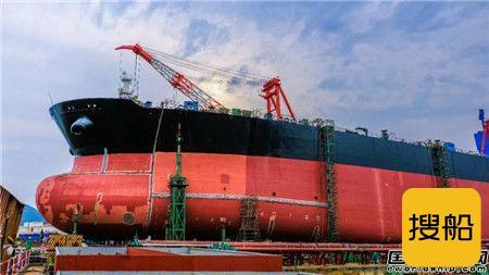 舟山中远海运重工11.3万吨阿芙拉油轮实现主船体成型,