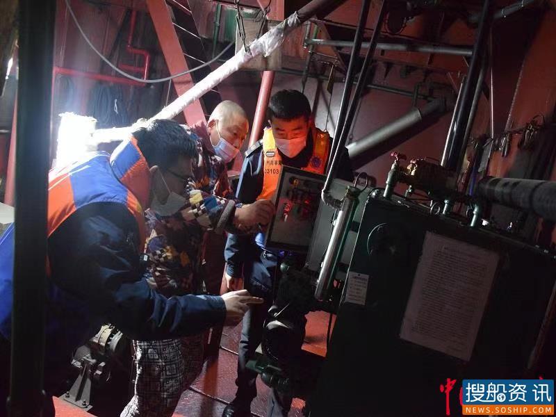 荆州海事局扎实推进冬季水上安全与防污染整治
