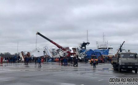 俄罗斯船厂一艘在建船倾覆已造成2人死亡