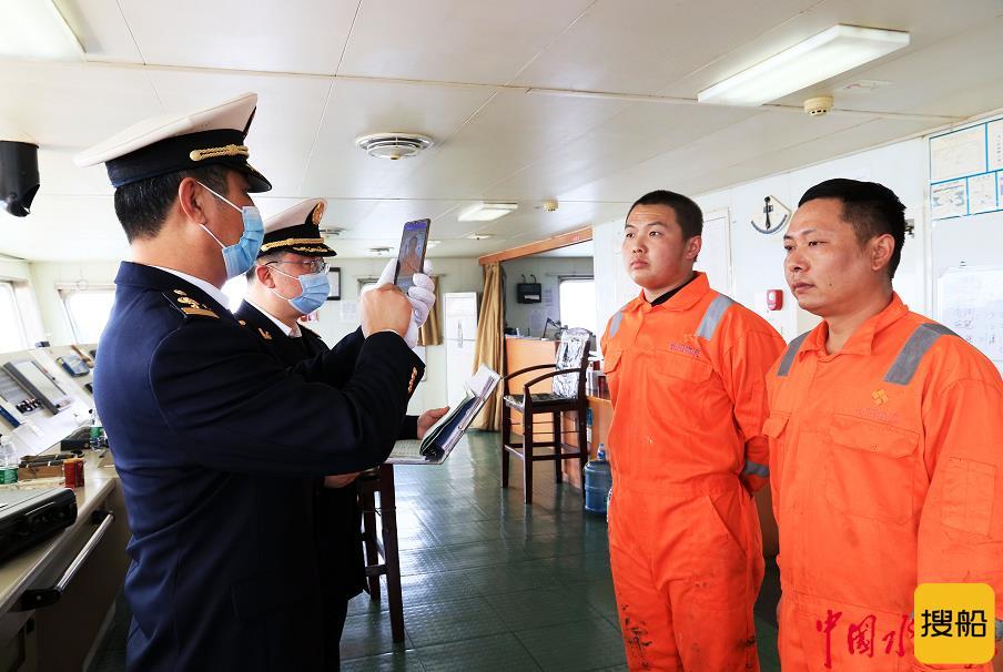 """连云港海事强化现场监管护航""""五一""""假期"""
